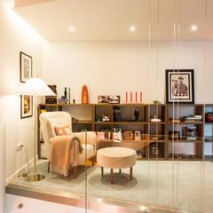 Zona de leitura - Moradia em Viseu - SHI Studio Interior Design: Escritórios e Espaços de trabalho  por SHI Studio, Sheila Moura Azevedo Interior Design