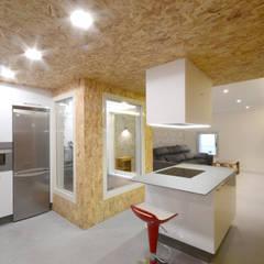 Cocinas pequeñas de estilo  por LIQE arquitectura
