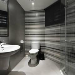 Baños de estilo  por 竹村空間 Zhucun Design,