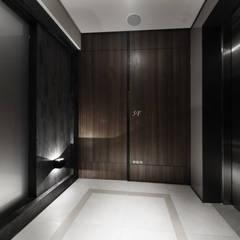 Puertas de estilo  por 竹村空間 Zhucun Design