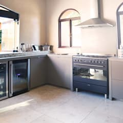 Villa Torino:  Kitchen units by Plan Créatif