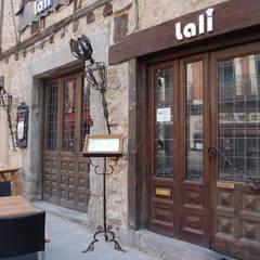 Restaurante Lali, Segovia: Locales gastronómicos de estilo  de Arquitectura de Interior