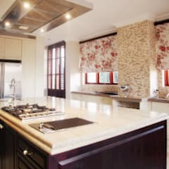 Bluevalley Estate:  Built-in kitchens by Plan Créatif, Colonial