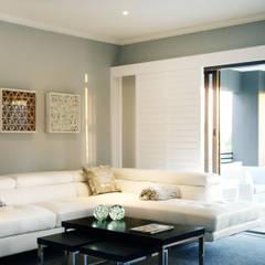Vaal River:  Living room by Plan Créatif