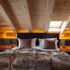 Bedroom by RH-Design Innenausbau, Möbel und Küchenbau Aarau, Rustic Wood Wood effect