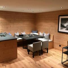 Dining room by RH-Design Innenausbau, Möbel und Küchenbau Aarau, Rustic Engineered Wood Transparent
