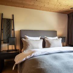 ห้องนอน by RH-Design Innenausbau, Möbel und Küchenbau  im Raum Aarau