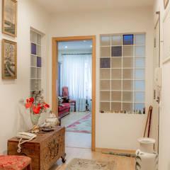 Apartamento em Almada: Corredores e halls de entrada  por HOUSE PHOTO