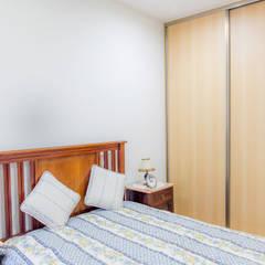 Apartamento em Almada: Quartos pequenos  por HOUSE PHOTO