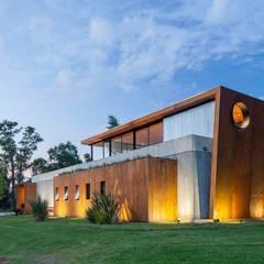 Casa CIJ Galerías y espacios comerciales de estilo moderno de arfuso arquitectos Moderno