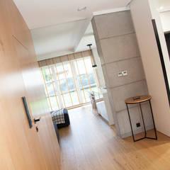 mieszkanie//76m: styl , w kategorii Korytarz, przedpokój zaprojektowany przez TOTAMSTUDIO pracownia architektury wnętrz