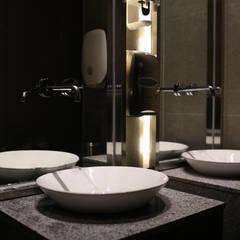 RESTAURANT INTERIOR: 감자디자인의  욕실