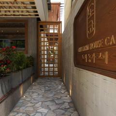 카페 인테리어 CAFE INTERIOR_부산인테리어: 감자디자인의  복도 & 현관,휴양지