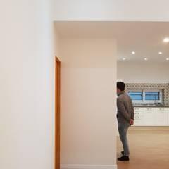 노부부를 위한 전원주택 수련집: 주식회사 큰깃의  실내 문
