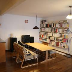 레트로 컨셉의 신혼집 은평구 단독주택 리모델링 : 주식회사 큰깃의  거실