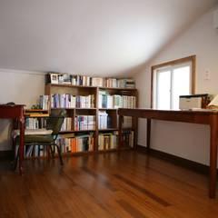 레트로 컨셉의 신혼집 은평구 단독주택 리모델링 : 주식회사 큰깃의  서재 & 사무실