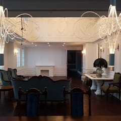 엔틱한 분위기의 펜트하우스 아파트인테리어: 주식회사 큰깃의  다이닝 룸,북유럽