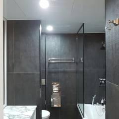 럭셔리 엔틱한 컨셉의 54평형 이편한세상 탑층 아파트 인테리어: 주식회사 큰깃의  욕실