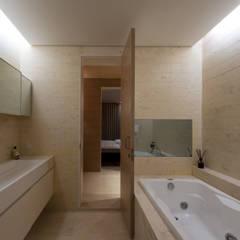 L HOUSE (빌라), 청담동 : M's plan 엠스플랜의  욕실,미니멀
