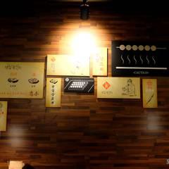양꼬치전문점 영걸양꼬치: 오조인테리어의  벽