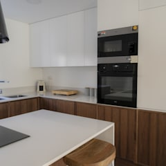 Built-in kitchens by Moderestilo - Cozinhas e equipamentos Lda