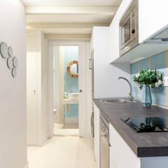 Cocinas pequeñas de estilo  por Estudio Mercedes Arce
