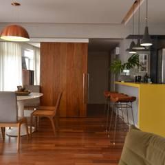 PROJETO SL Salas de jantar ecléticas por Barros Niquet Arquitetura Eclético Madeira Efeito de madeira