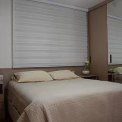 Dormitório casal: Quartos pequenos   por arquiteta aclaene de mello
