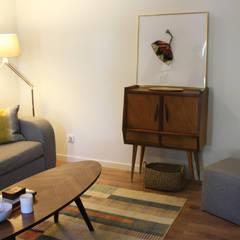 Sala de estar: Salas de estar  por Tangerinas e Pêssegos - Design de Interiores & Decoração no Porto