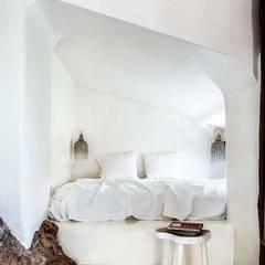 Small bedroom by Estudio Mireia Pla