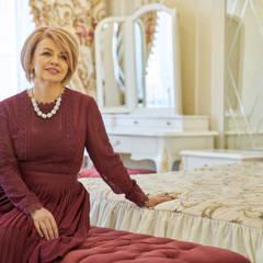 Комната девочки: Спальни для девочек в . Автор – Студия Luxury Antonovich Design
