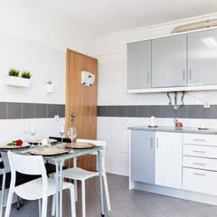 Apartamento no Feijó para venda: Cozinhas embutidas  por HOUSE PHOTO