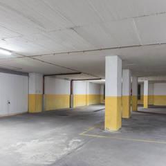 Apartamento no Feijó para venda: Garagens e arrecadações  por HOUSE PHOTO