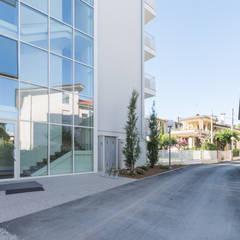 Bellaria (RN): Condominio in stile  di Mirna.C Homestaging