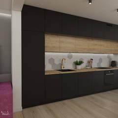 Część dzienna domu z fuksją: styl , w kategorii Kuchnia zaprojektowany przez Polilinia Design