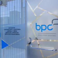 CONSULTORIA COMERCIAL : Oficinas y Tiendas de estilo  por CLAUDIA BREPPE,