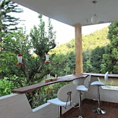 Villa Migelita ecolodge : Balcón de estilo  por Brand  Aquitecto interiorista