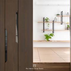 新埔【L宅】:  地板 by 璞玥室內裝修有限公司