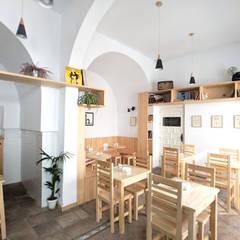 Bars & clubs by POA Estudio Arquitectura y Reformas en Córdoba
