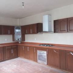 Built-in kitchens by ARQUITECTOS UNION SC DE RL DE CV