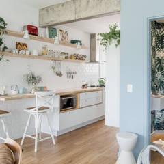 Apto Otarq: Cozinhas  por Ana Guedelha Arquitetura e Interiores