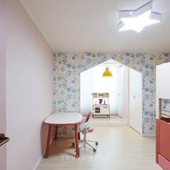 50평형 잠실트리지움 아파트인테리어 _ 파스텔톤의 포인트 컬러로 꾸며진 러블리 하우스: 영훈디자인의  아이방,