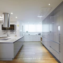50평형 잠실트리지움 아파트인테리어 _ 파스텔톤의 포인트 컬러로 꾸며진 러블리 하우스: 영훈디자인의  주방,모던