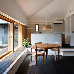 沖之須の家: 横山浩之建築設計事務所が手掛けたダイニングです。