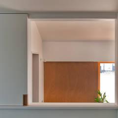 Habitaciones juveniles de estilo  por 横山浩之建築設計事務所