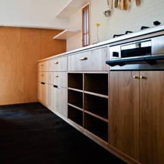Armários de cozinha  por 横山浩之建築設計事務所
