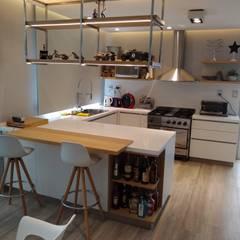 Cocinas equipadas de estilo  por MOBILFE,