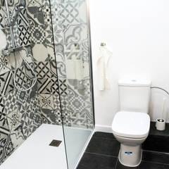 : Baños de estilo  por Escarra arquitectos y asociados SAS, Moderno