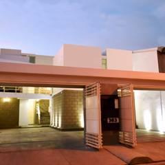 DEPARTAMENTOS LFD: Puertas principales de estilo  por CREA arquitectos, Moderno