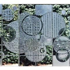 Triptyque en verre gravé au burin: Hôtels de style  par christian herry sculpture verre